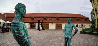 Скульптура-фонтан «Писающие мужчины»
