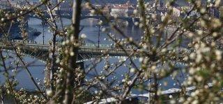 Погода в Праге весной