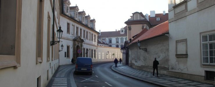 Улица Valdštejnská