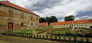 Замок Требешице