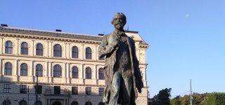Памятник Антонину Дворжаку