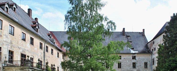 Замок Яновице
