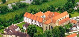 Замок монастырь Золотая корона