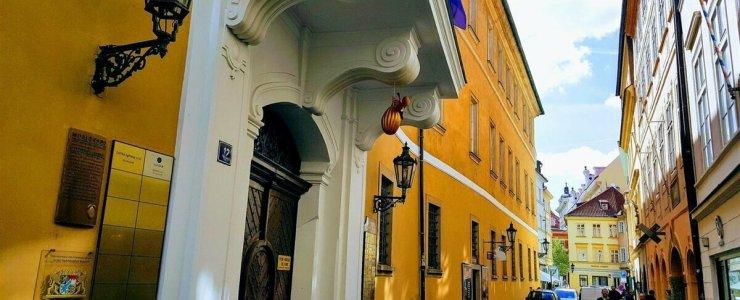 Дом У Золотой дыни