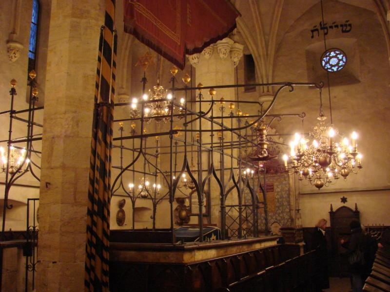 Староновая синагога в Праге - внутри