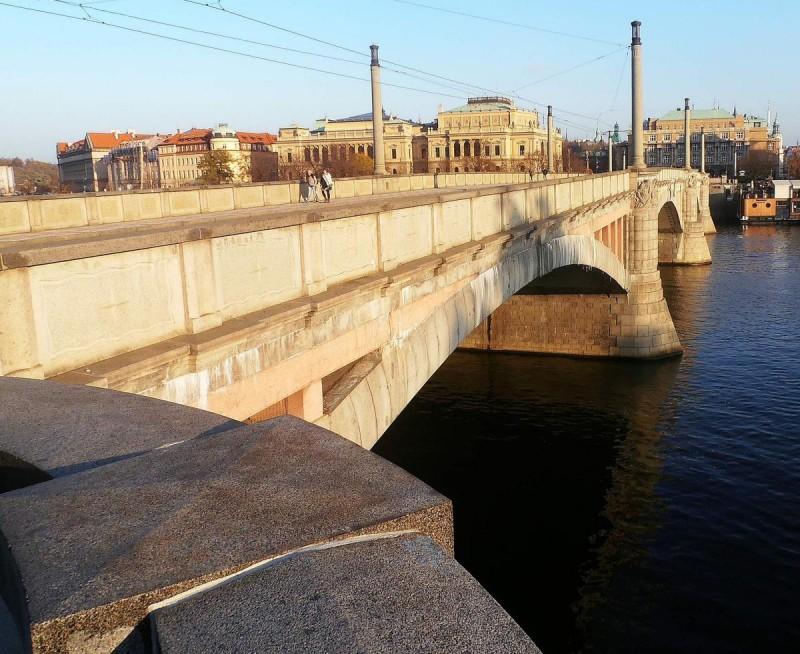 Манесов мост