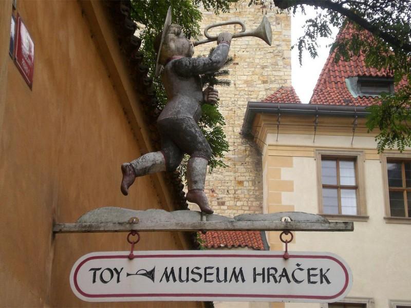 Музей игрушек в Праге - табличка