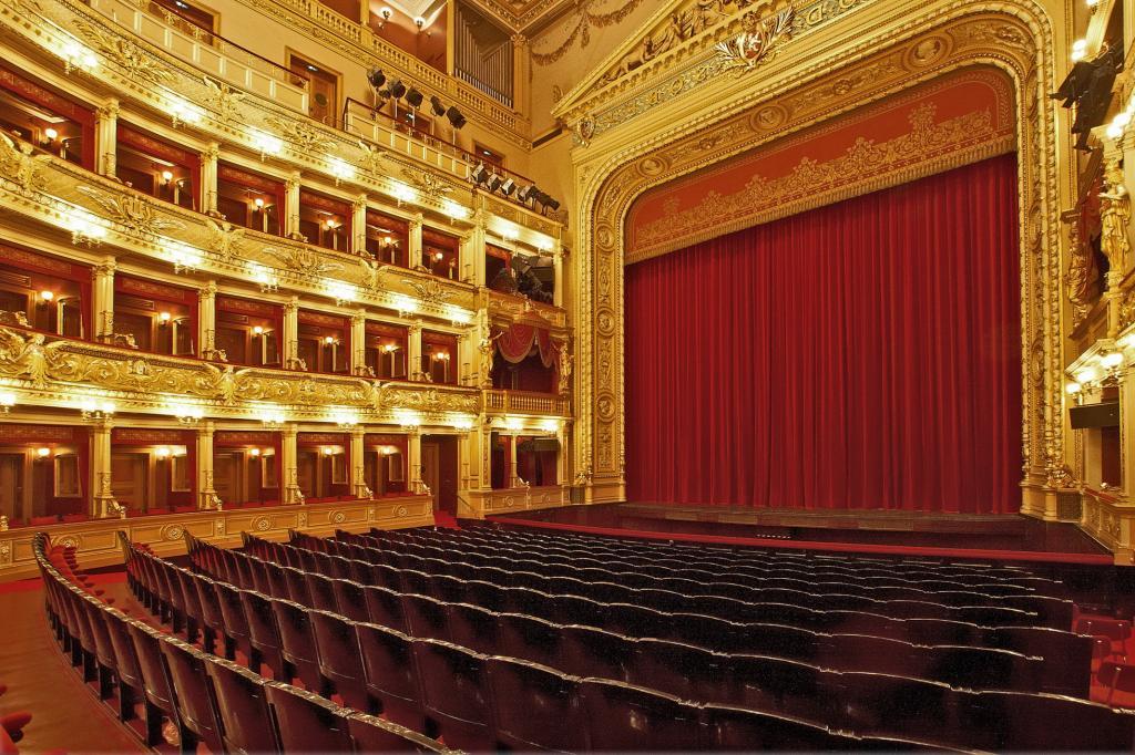 Национальный театр Праги - внутри
