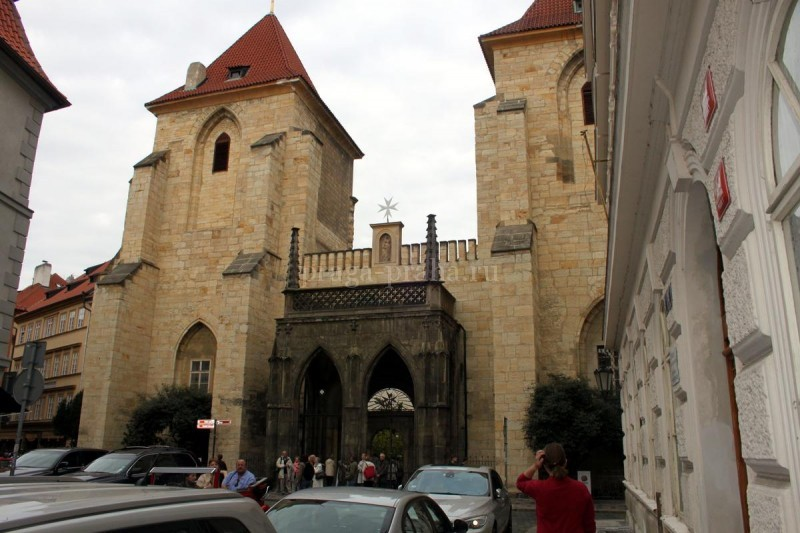 Костел Девы Марии под цепью 1