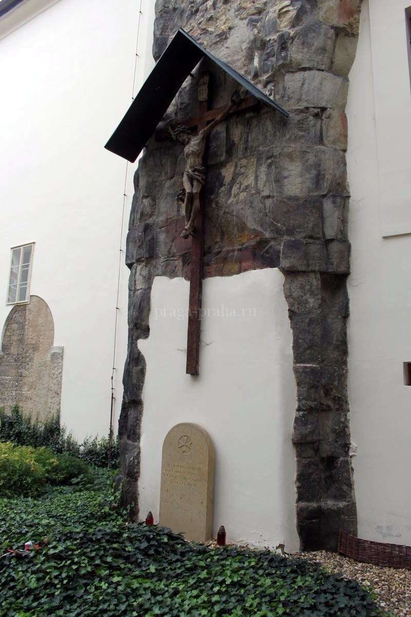 Костел Девы Марии под цепью 2