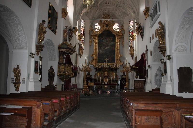 Костел Девы Марии под цепью 5