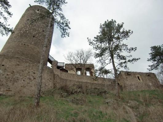Замок Жебрак снизу