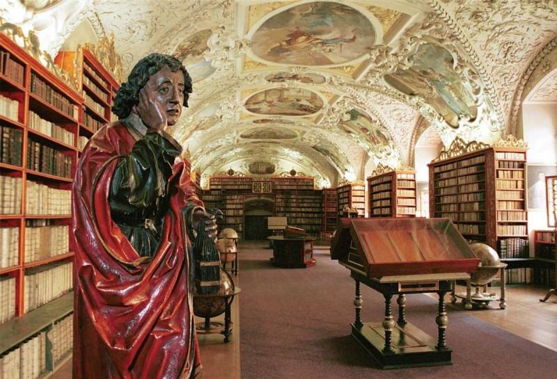 Страговский монастырь - статуя
