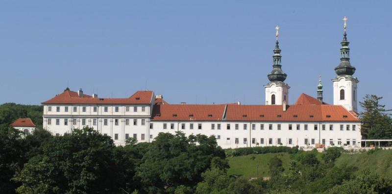 Страговский монастырь - стена