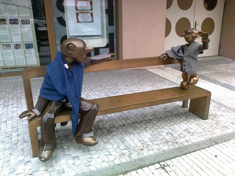 Театр Спейбла и Гурвинека - скамейка