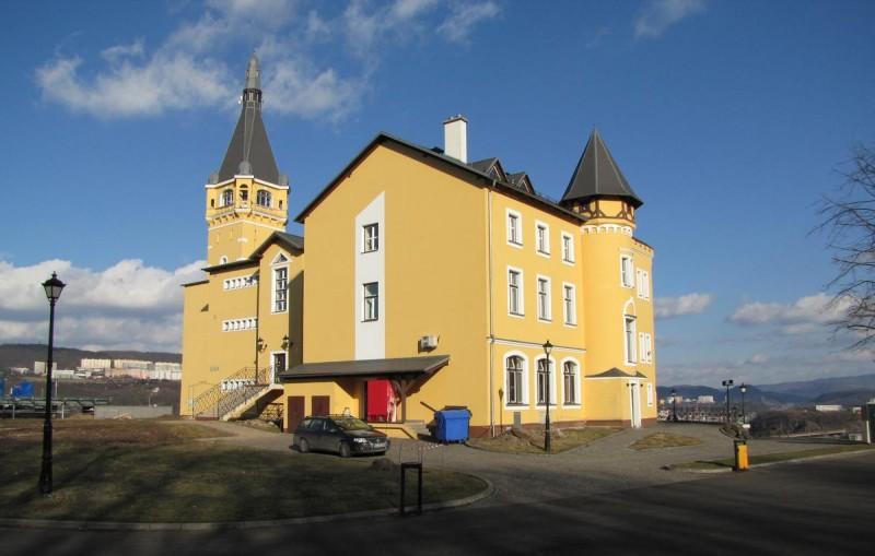 Замок Ветруше - фасад