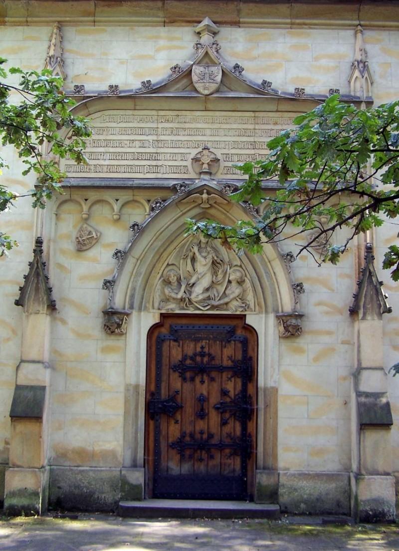 Костел Успения Девы Марии - вход