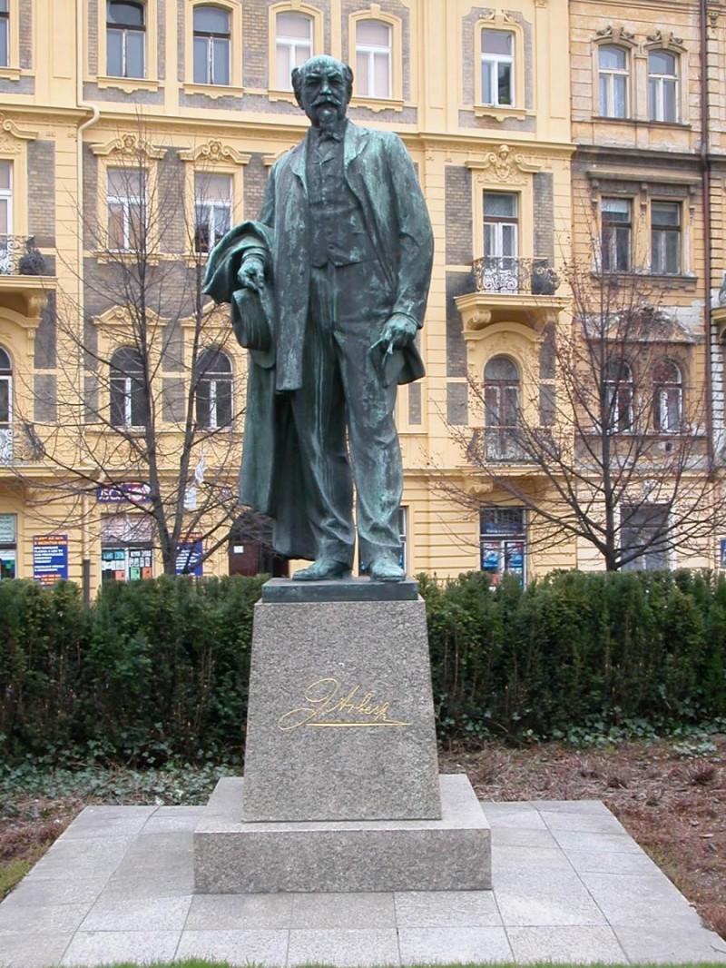 Якуб Арбес памятник