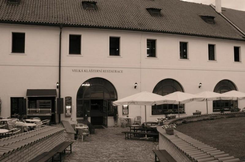 Velká klášterní restaurace - вход