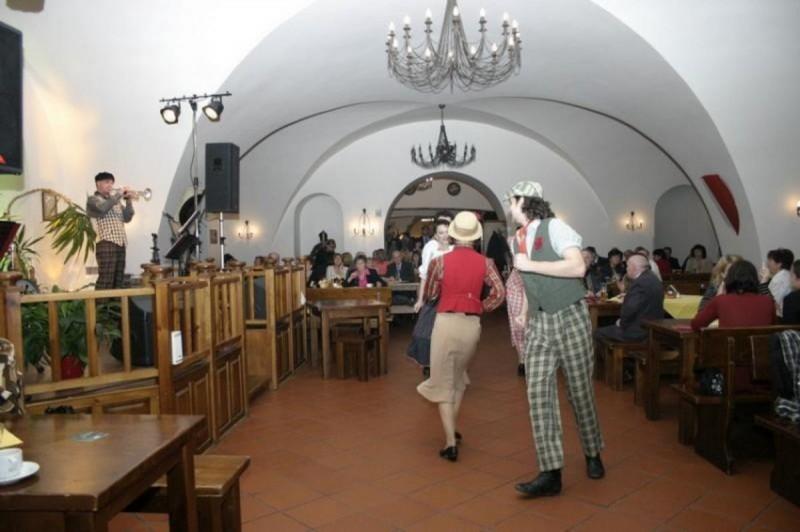 Velká klášterní restaurace - танцпол