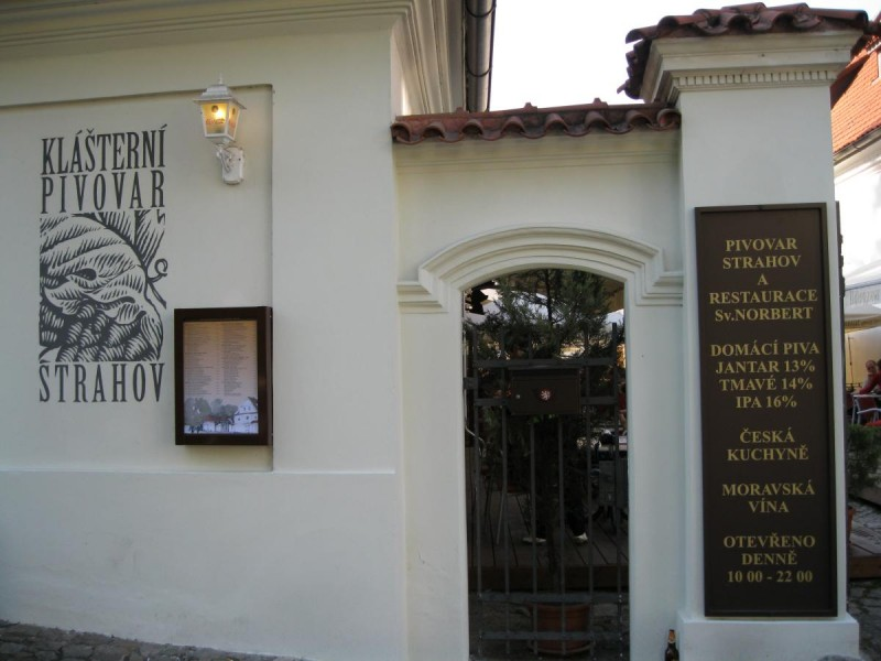 Монастырская пивоварня Страгов - вход