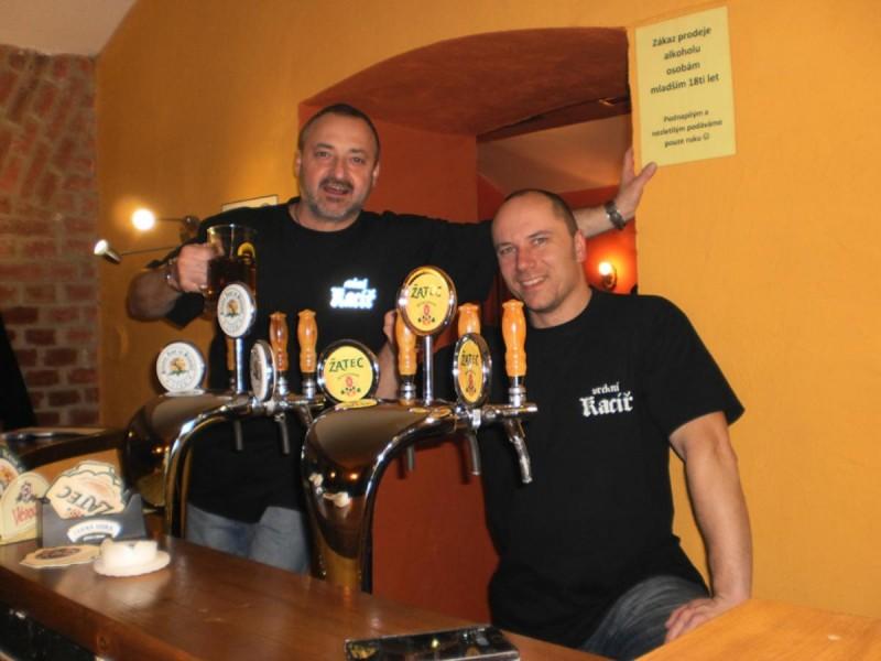 Пивная U Kacíře - бармены
