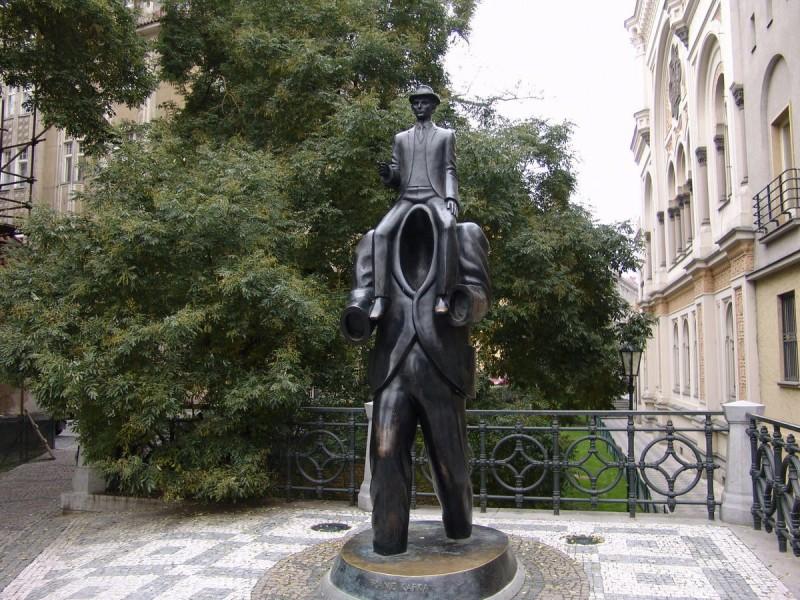 Памятник Францу Кафке 3