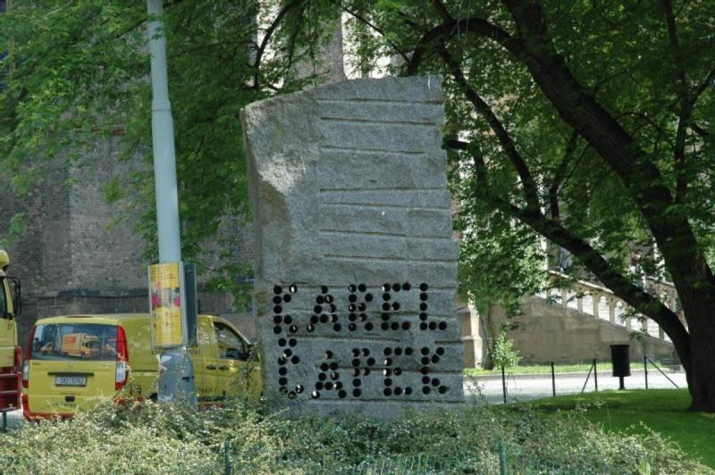 Памятник братьям Чапекам 3