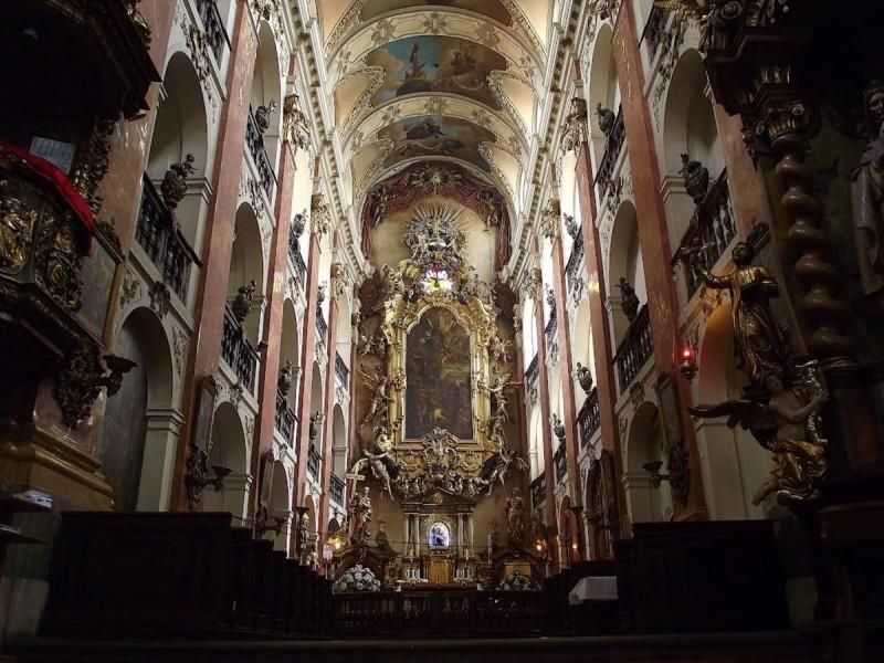 Костел Святого Якуба - внутри