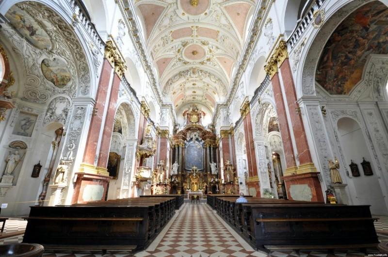 Церковь Святого Игнатия Лойолы - внутри