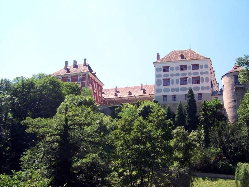Замок Опочно