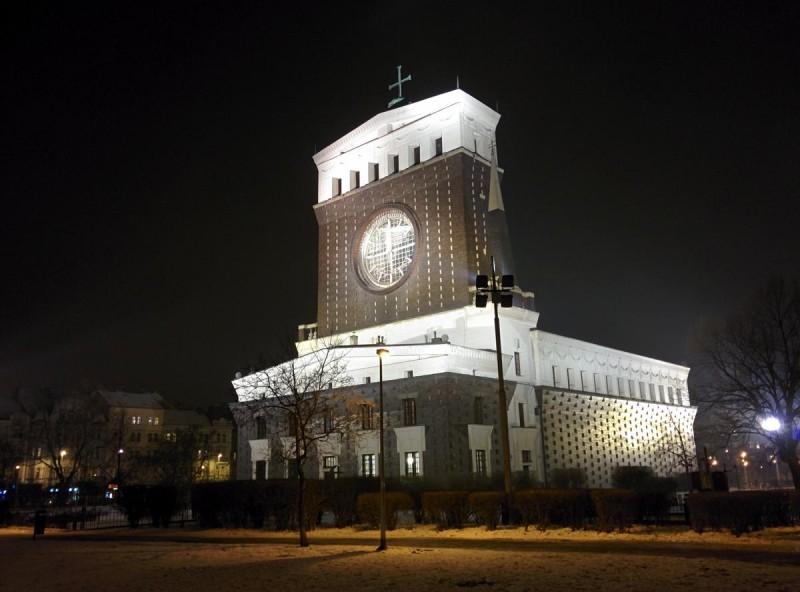 Церковь Пресвятого Сердца Господня ночью