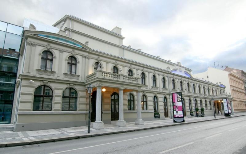 Музыкальный театр в Карлине