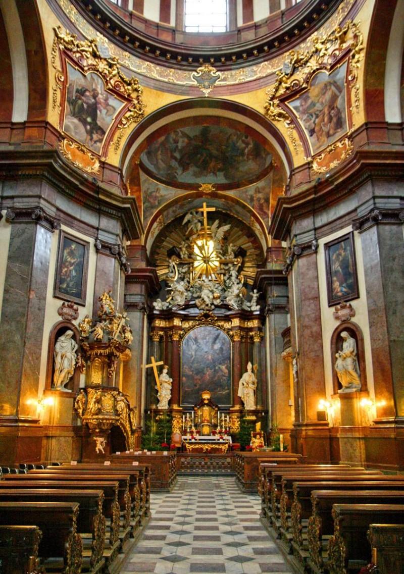 Храм святого Франциска Ассизского в Праге 3