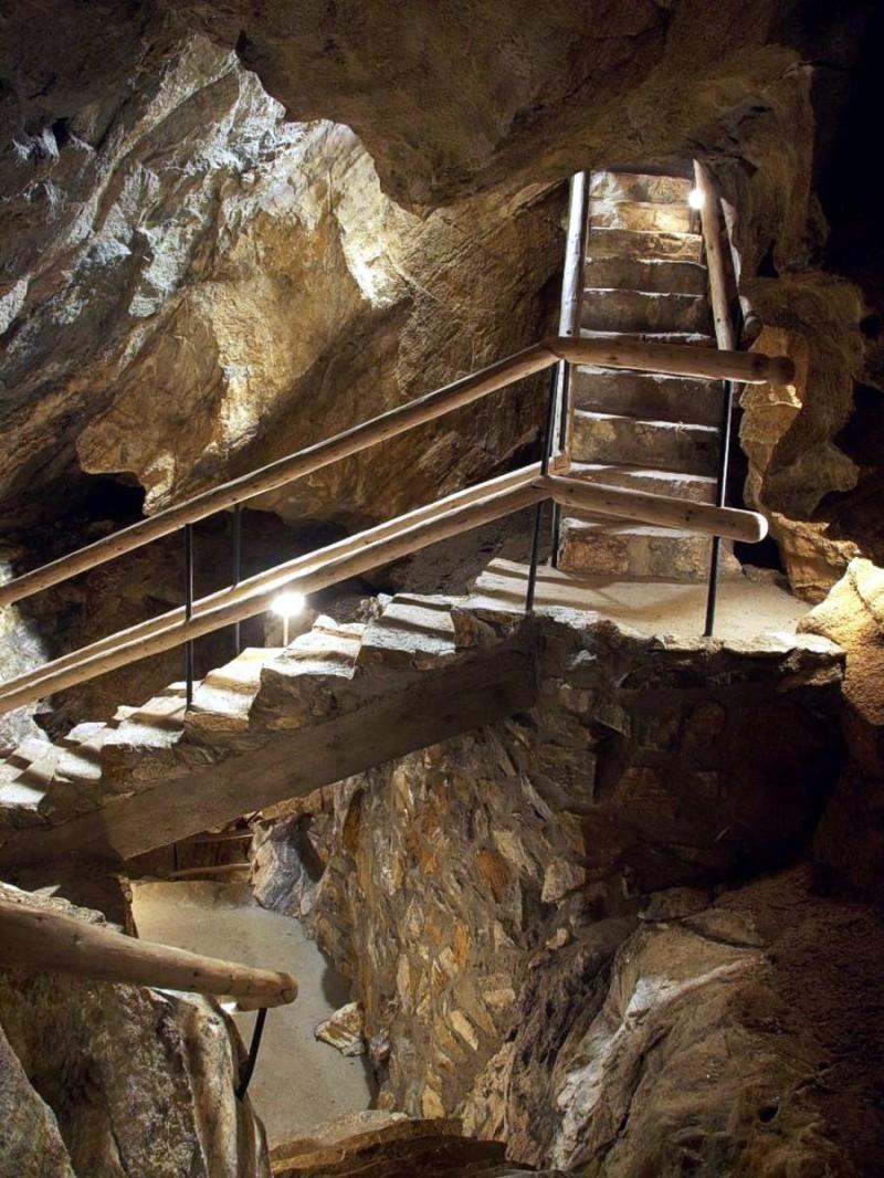 Хыновска пещера 9