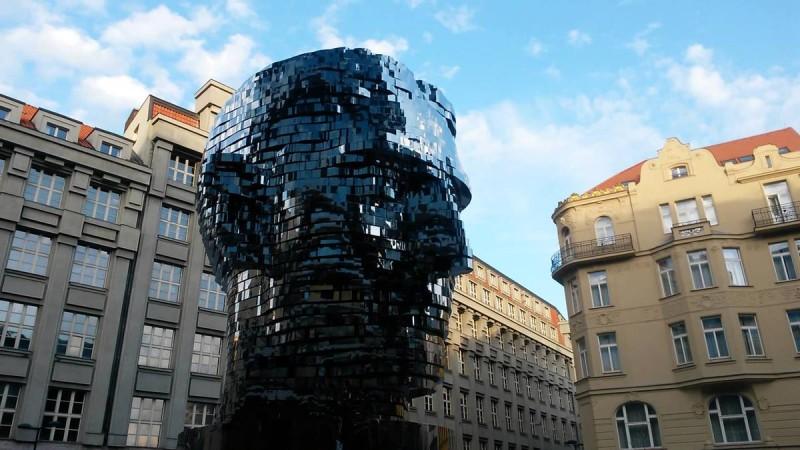 Скульптура Франца Кафки 4