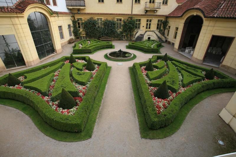 Вртбовский сад 11