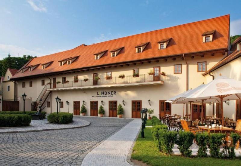 Lindner Castle 8
