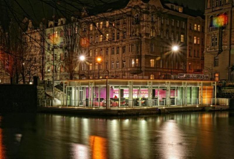 Jazz Dock 6