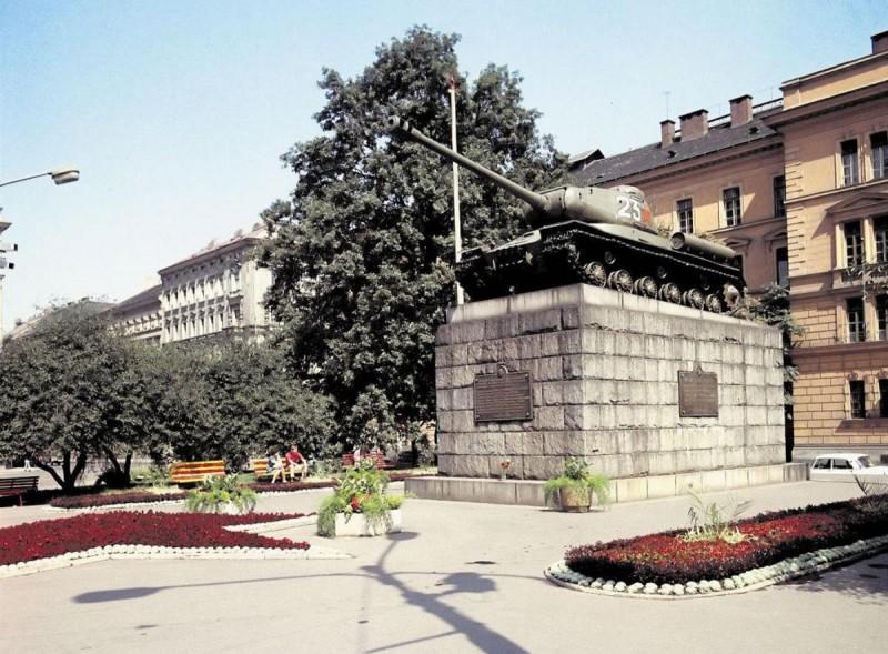 Площадь Кинских 2