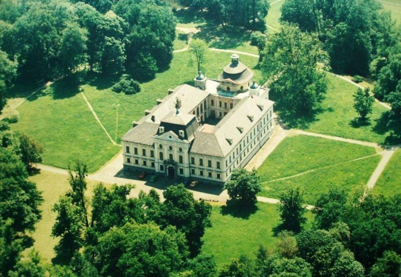 Замок Краварже 2